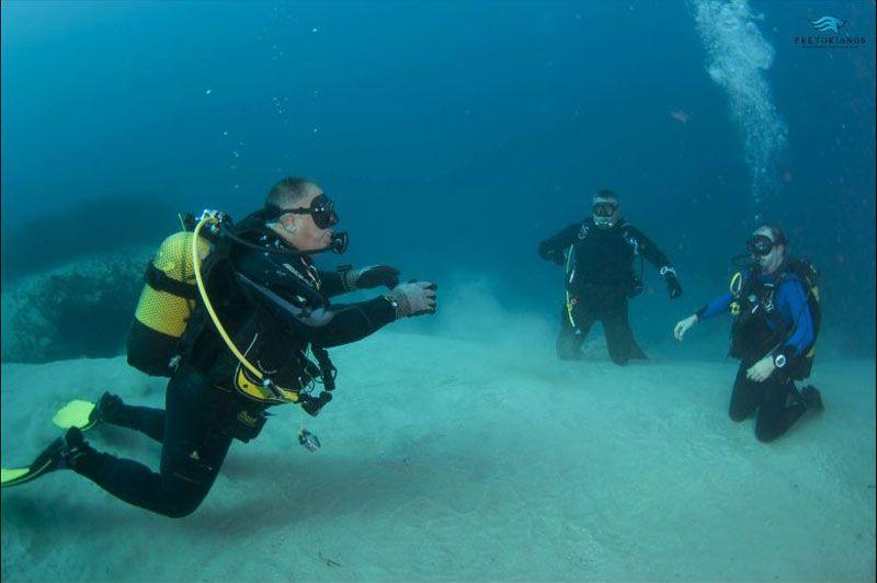 Clase de submarinismo debajo del agua en Tarifa Cadiz